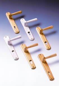 Kliky se štíty MARKÉTA 72 mm na klíč lakovaná třešeň DOPRODEJ